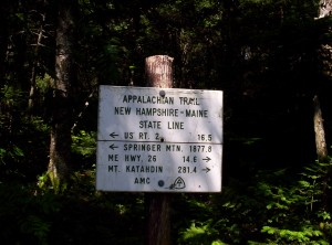 A very utilitarian sign welcoming southbounders to New Hampshire
