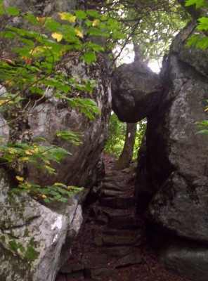 The Guillotine: a large boulder wedged between rock formations, under which the trail passes