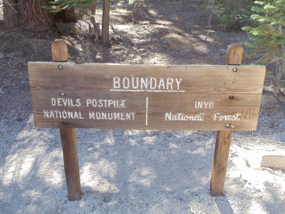 Boundary sign for Devils Postpile National Monument, indicating the dividing line between it and Inyo National Forest
